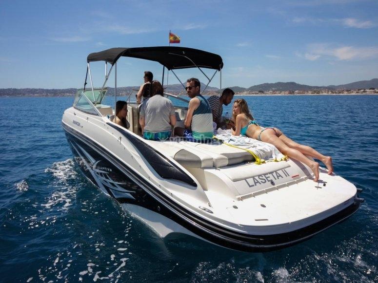 在Denia租一艘摩托艇