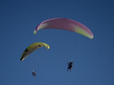 Non-Simultan. Paragliding Couple Alarilla & Video