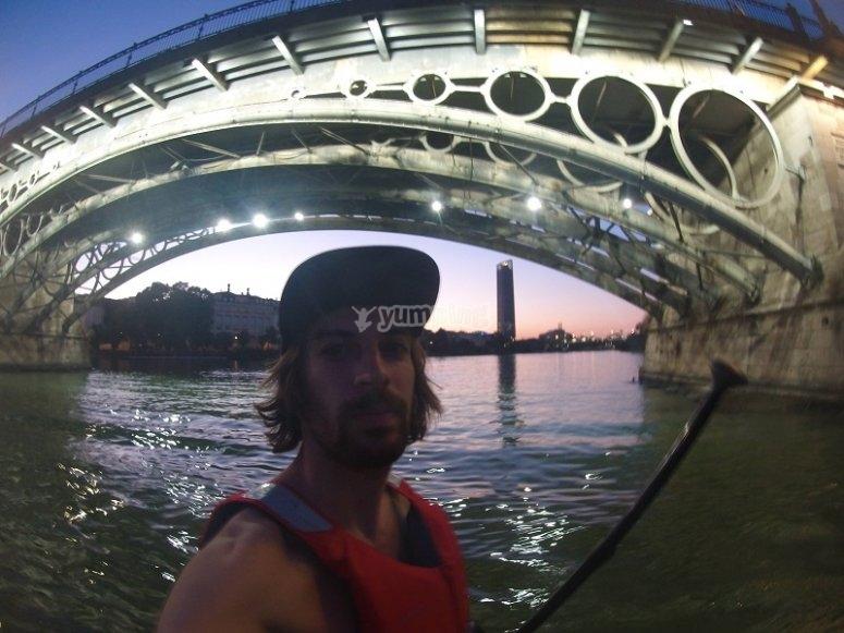 Bajo el puente en el Guadalquivir