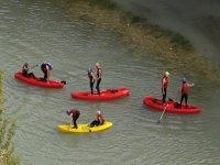 串联皮划艇在河上