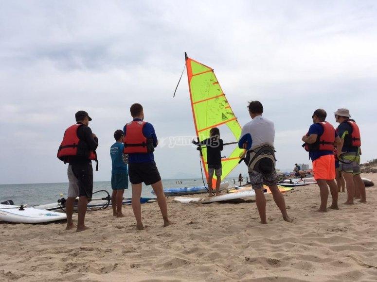 En clase de windsurf