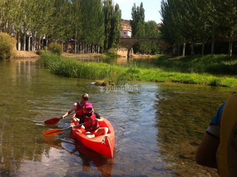Imparare a guidare una canoa