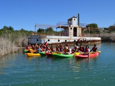 在Arcos de la Frontera集团的皮划艇之旅