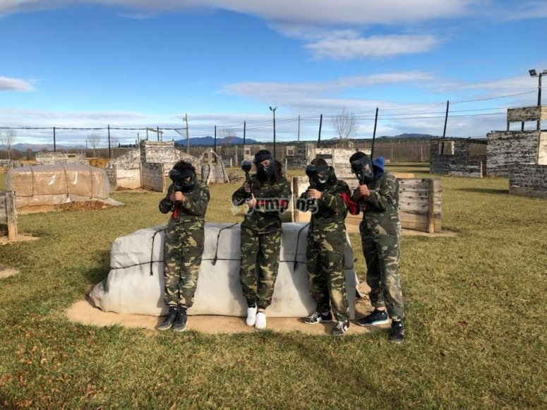 Aiming with the paintball guns