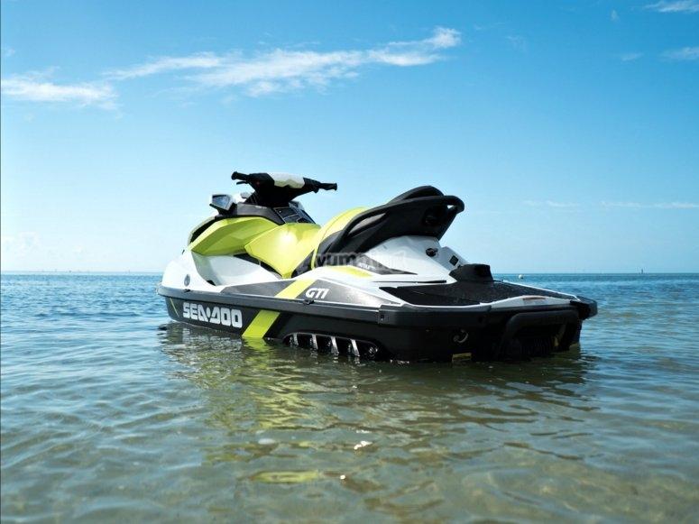 Conduce una moto acuática durante 40 minutos