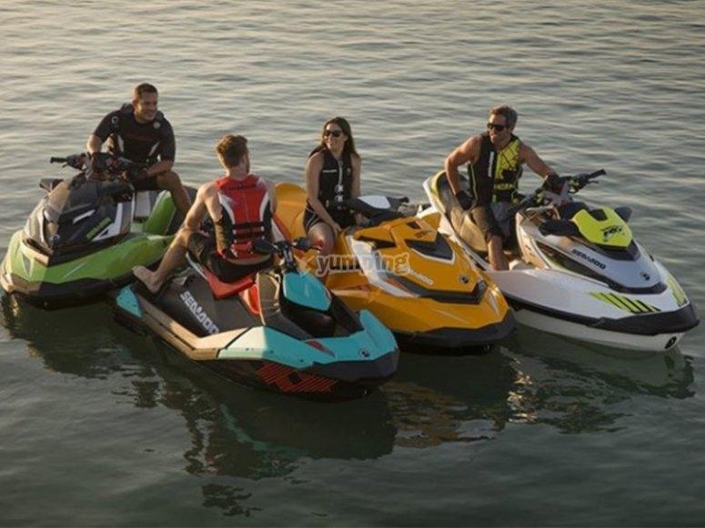 Foto en grupo ruta en moto de agua en Valencia