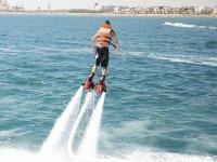 练习飞板皮奥班多在水中的旋转子