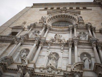 参观具有纪念意义的城市赫罗纳