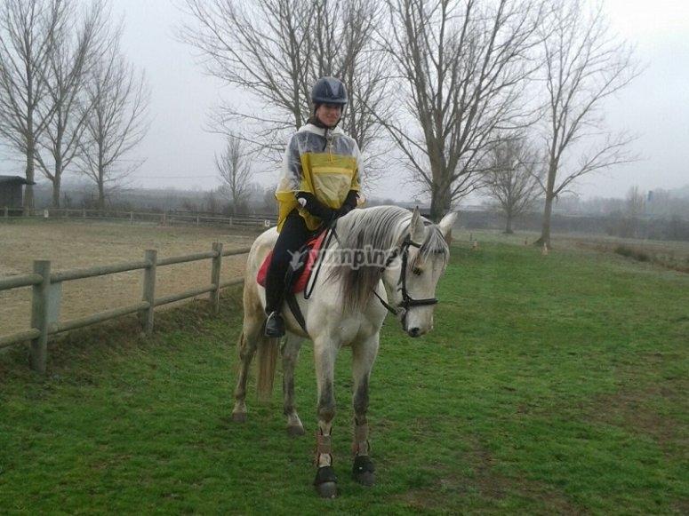 Riding a horse in Queizas