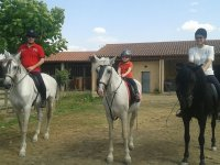 Family by horse in Queizas