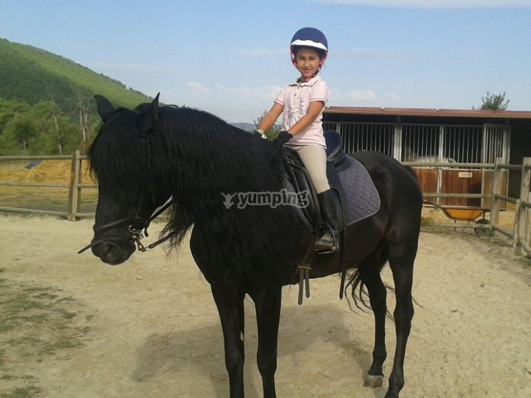 By horse in Queizas