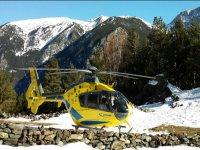 Helicoptero sobre la nieve