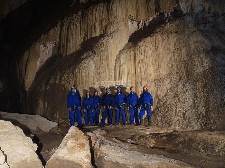 Coladas en la cueva de Cayuela