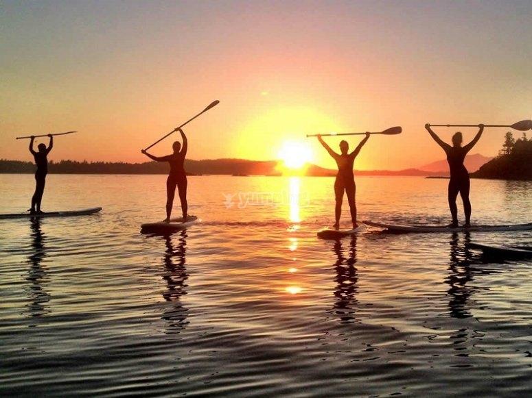 Realizando paddle surf en Tenerife