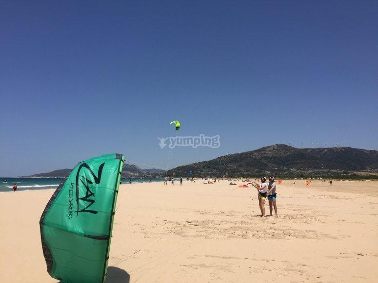 Cometa sobre la arena en Tarifa