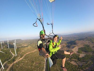 在伊瓜拉达的滑翔伞飞行20分钟