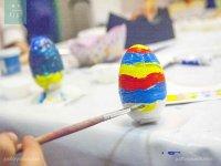 Pintando huevo de Pascua