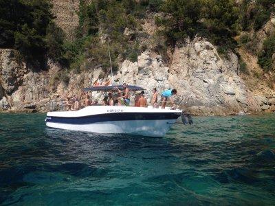 Costa Brava私人游船路线设有开放式酒吧