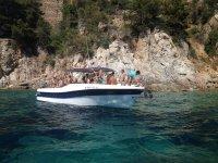 Percorso privato in barca Costa Brava con open bar