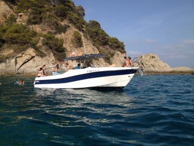 Compleanno barca privata Costa Brava con antipasto