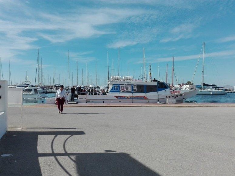 Traghetto attraccato nel porto