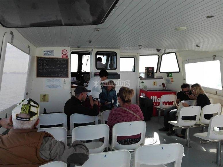 Interno del traghetto nel Mar Menor