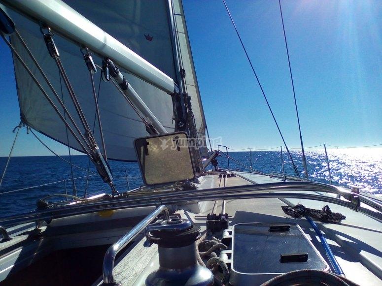 在帆船上半天