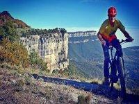 Con la bici de montaña eléctrica en ruta