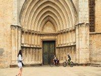 Llegando a la catedral con las bicis