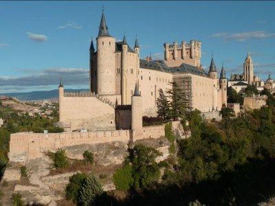 带入口的AlcázardeSegovia带导游参观