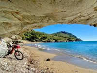 Parada con la bici frente al mar