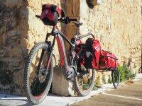 Recorriendo pueblos medievales en bici eléctrica
