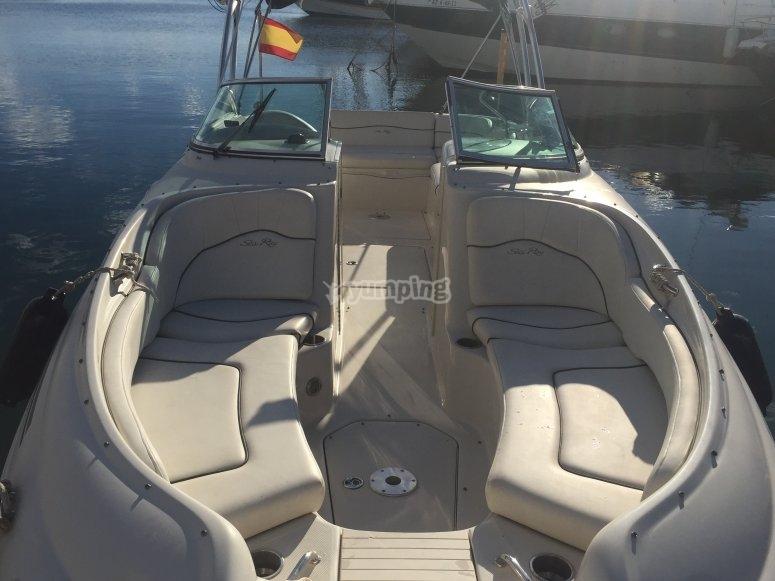 Navega en un barco