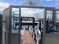 imbarca sulla barca