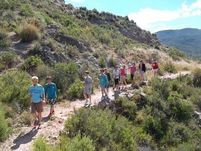 在Cofrentes的山地车,徒步旅行和划桨冲浪路线