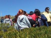 escursione con bambini sul campo