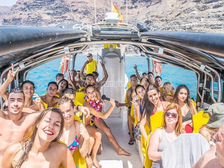 在大加那利岛乘船游览