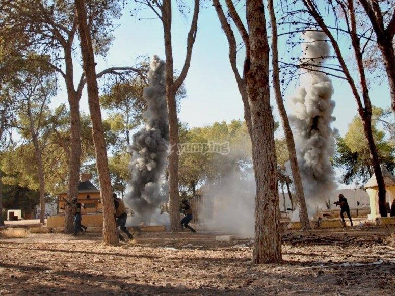 Columnas de humo en el campo de airsoft