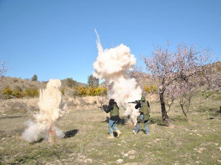 Disparando entre las explosiones en Lorca
