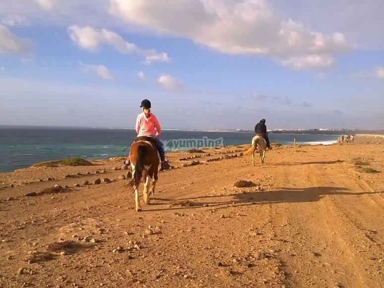 Cabalgando junto al oceano Atlantico