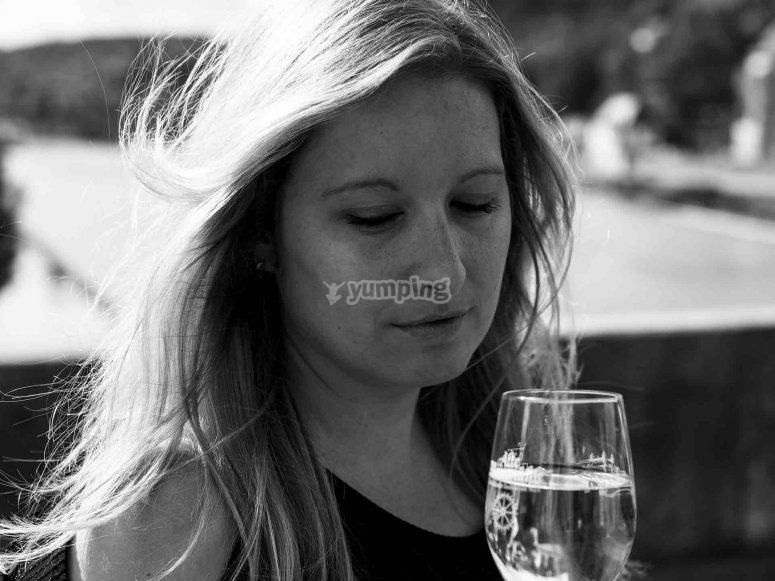 葡萄酒厂品尝葡萄酒