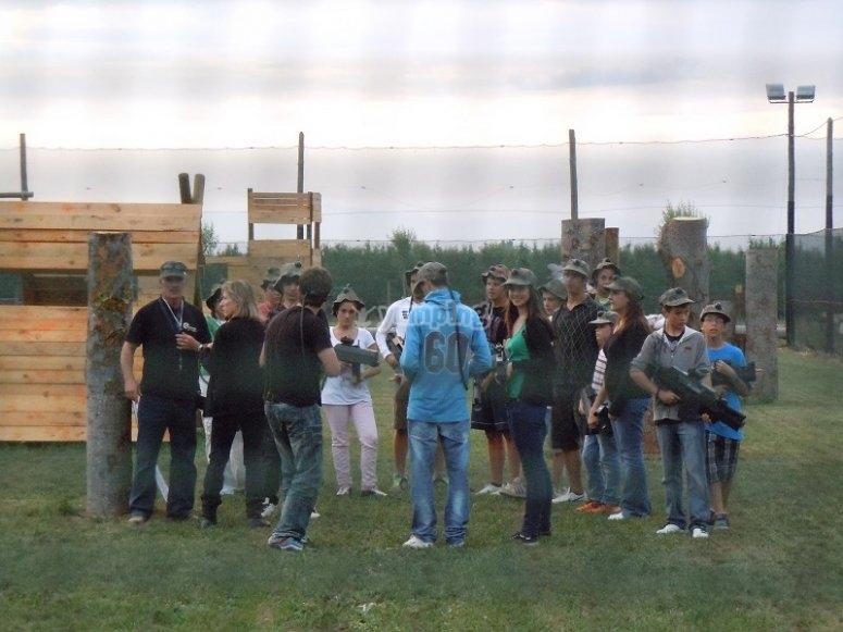 Grupo preparado para jugar al laser tag en Gerona