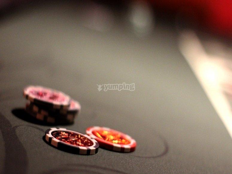 一切红色或黑色