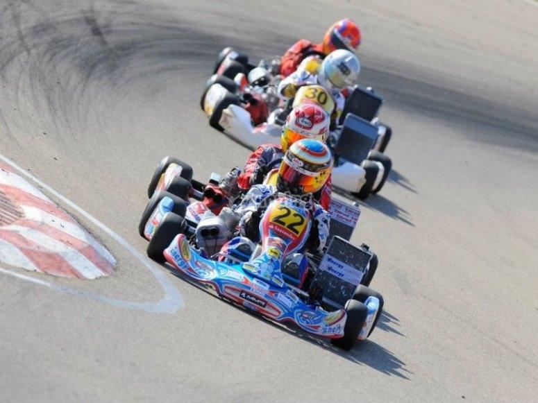 Kart adelantando en circuito de Martinamor