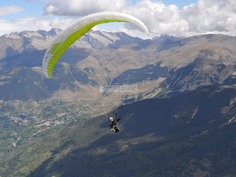 Paraglide flight next to the Pyrenees