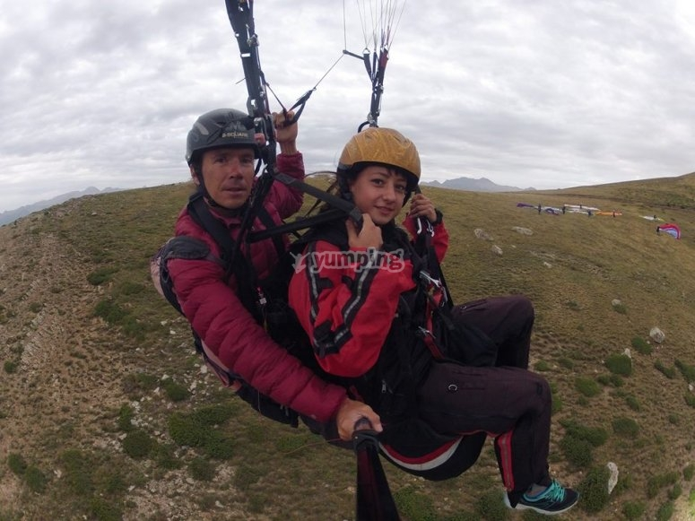 Pilot and passenger in the paraglide