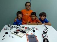 Grupo de alumnos en taller tecnologico de Madrid