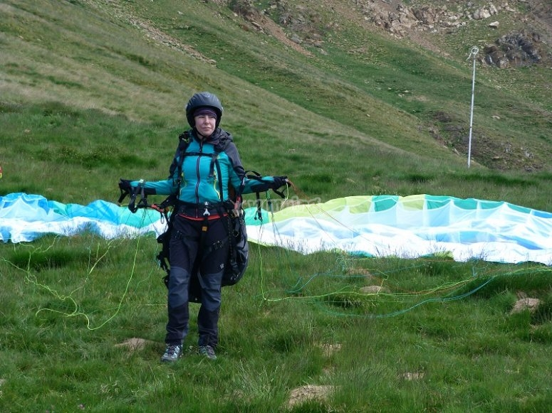 Con el equipo de vuelo en parapente en Castejon de Sos.JPG