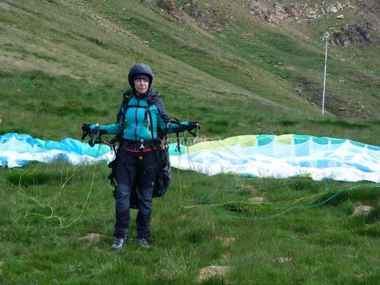 With the paraglide flight equipment in Castejon de Sos