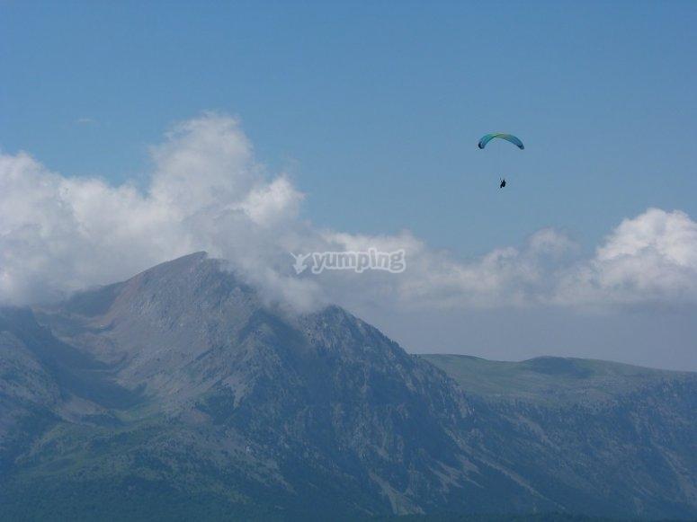 Paraglide over the mountains in Castejon de Sos